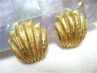 ゴールドメタル貝の形のイヤリング(ヴィンテージ)