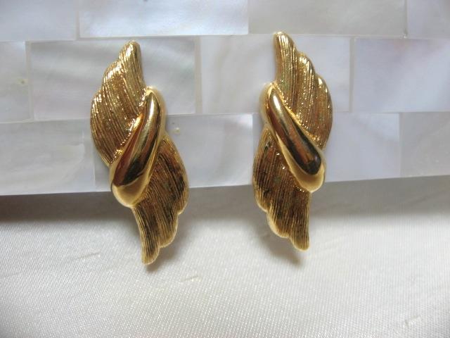 画像1: NAPIERゴールドメタルイヤリング(ヴィンテージ)