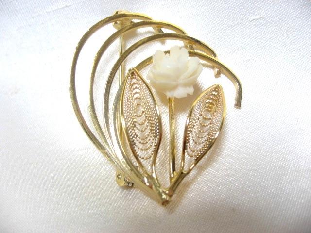 画像1: 白いお花のブローチ(ヴィンテージ)