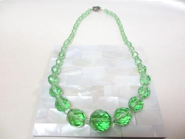 画像1: CZECHOSLOVAKIAグリーンクリスタルガラスネックレス(ヴィンテージ)