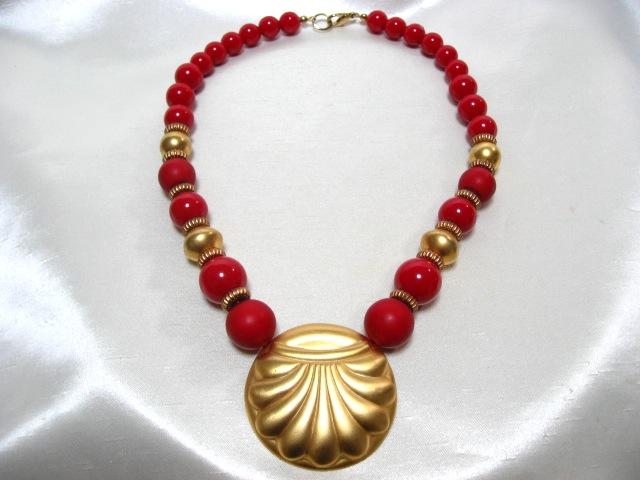 画像1: 金色の貝のネックレス(ヴィンテージ)