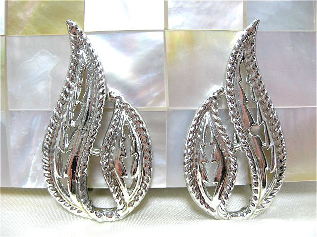 画像1: シルバーメタル透かし彫りのイヤリング(ヴィンテージ)