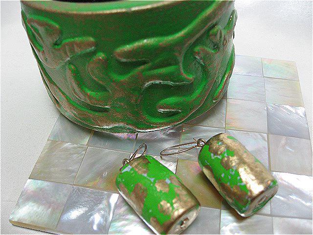画像1: グリーン&ゴールドウッドバングルとピアスのセット(ヴィンテージ)